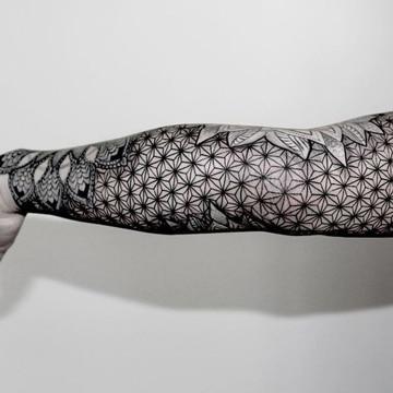 los mejores tatuajes en el antebrazo geometricos