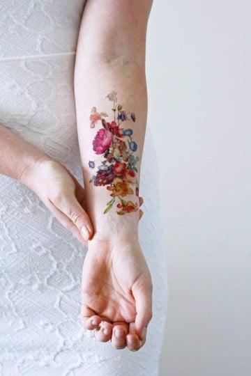 significado de rosas en tatuajes en el brazo