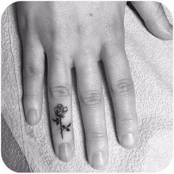 significado de rosas en tatuajes hombres