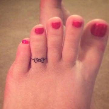 tatuajes de anillos para mujeres en pie