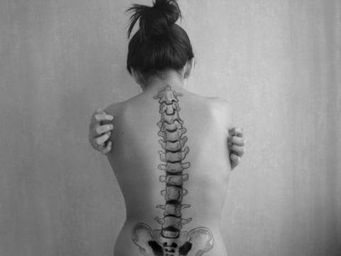 tatuajes de columna vertebral muy reales
