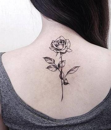 tatuajes en la espina dorsal para mujer