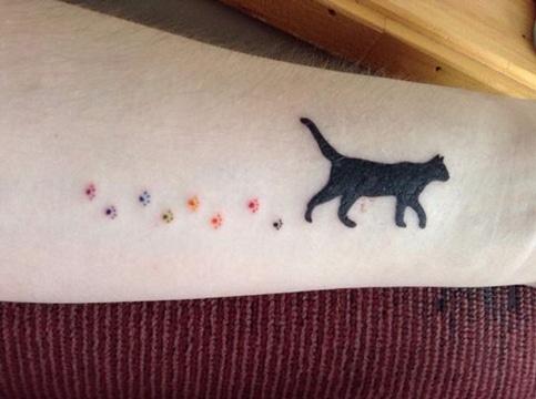 tatuajes huellas de gato tiernas