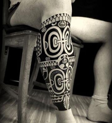 tatuajes maories en la pierna para hombres