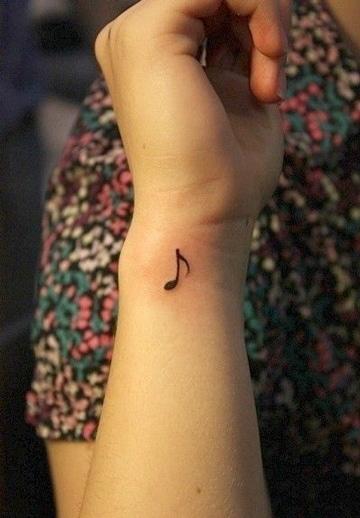 tatuajes con notas musicales pequeñas