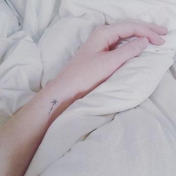 tatuajes de estrellas fugaces lineas finas