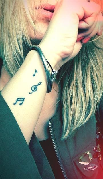 tatuajes de musica en el brazo pequeños
