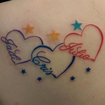 tatuajes de nombres con estrellas con corazones