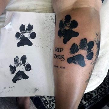tatuajes de piernas para hombres de huellas