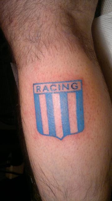 tatuajes de racing club en piernas