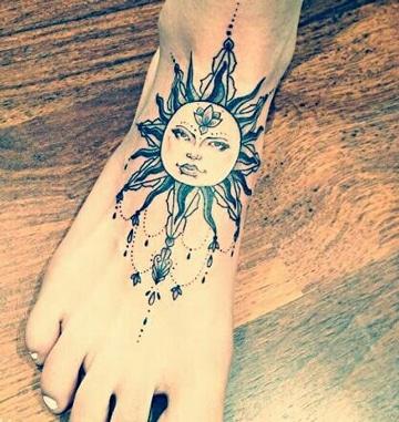 tatuajes de soles para mujeres en pie
