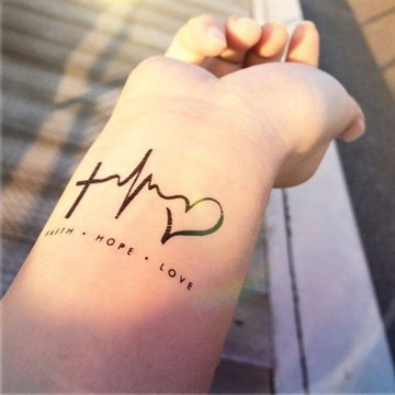 tatuajes del infinito en la muñeca muy bonitos
