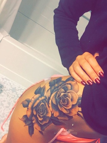 tatuajes en la cintura mujer florales