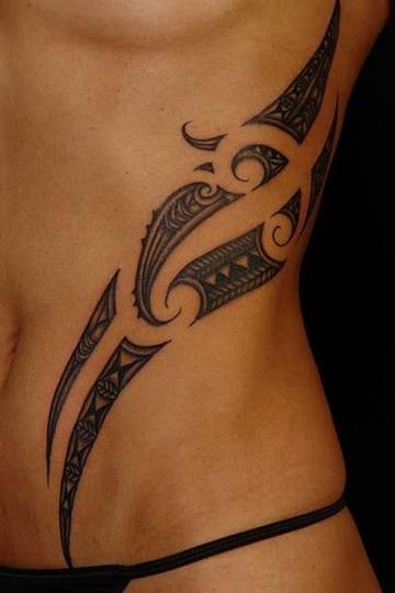 tatuajes en la cintura mujer tribal