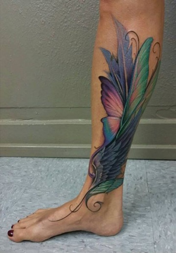 tatuajes para mujer en la pantorrilla de plumas