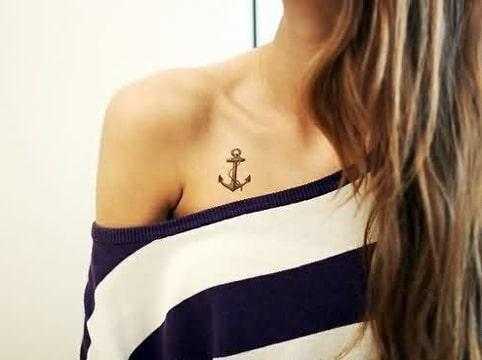 tatuajes pequeños en el pecho simbolicos