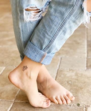 tatuajes pequeños en el tobillo delicados