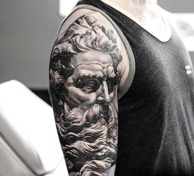 tatuajes romanos para hombres en brazo