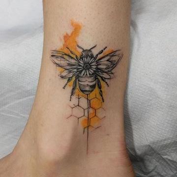 significado de animales en tatuajes abeja