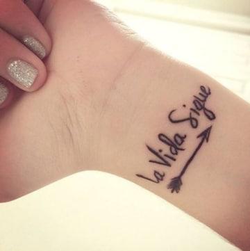 tatuajes con frases de la vida breves