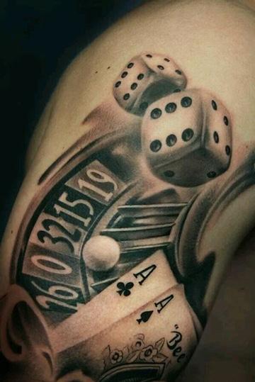 tatuajes de cartas y dados en negro