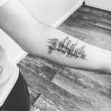 tatuajes de ciudades en el brazo estilo boceto