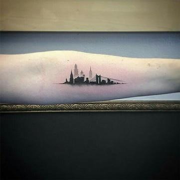 tatuajes de ciudades en el brazo pequeños
