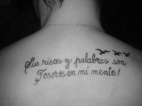 tatuajes de frases para madres en espalda