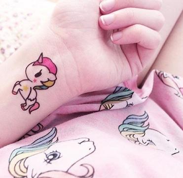 tatuajes de unicornios para mujeres en muñeca