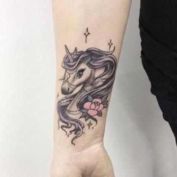 tatuajes de unicornios para mujeres super lindos
