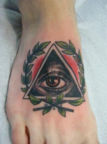 tatuajes del ojo que todo lo ve pie
