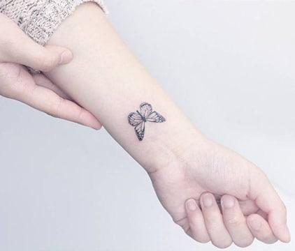 tatuajes pequeños para chicas de mariposa