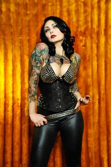 tatuajes rockeros para mujer sexy