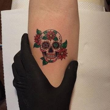 calaveras mexicanas con flores tatuaje