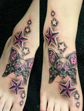 tatuajes de calaveras a color en el pie