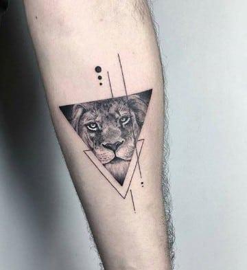 tatuajes de cara de leon en el brazo