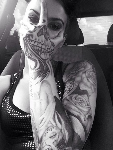 tatuajes de catrinas en la mano grande