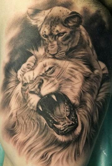 tatuajes de leones rugiendo con cachorro