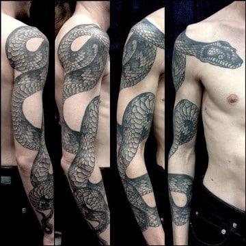 tatuajes de serpientes para hombres en el brazo