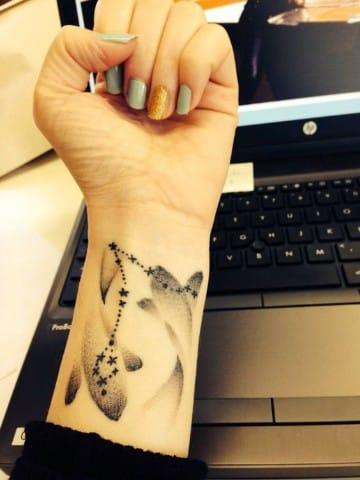 tatuajes del signo piscis para mujer