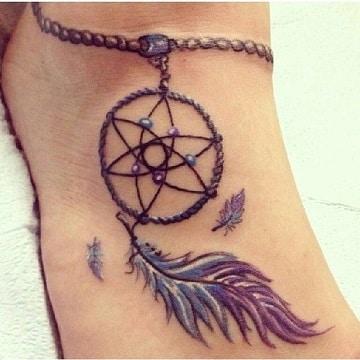 tatuajes para hippies en el pie