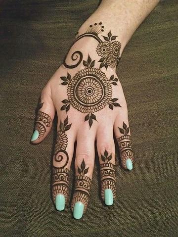 tatuajes para hippies en la mano