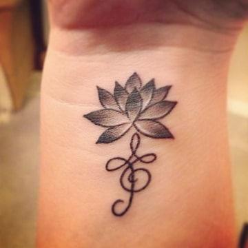 tatuajes con significado de fuerza en la mano