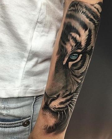 tatuajes de animales salvajes en el brazo