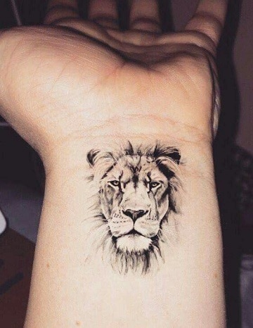 tatuajes de animales salvajes en la muñeca