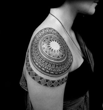 tatuajes de figuras geometricas mandalas