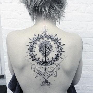 tatuajes de figuras geometricas para mujer