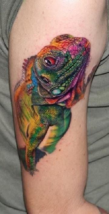 tatuajes de iguanas para mujeres en el brazo