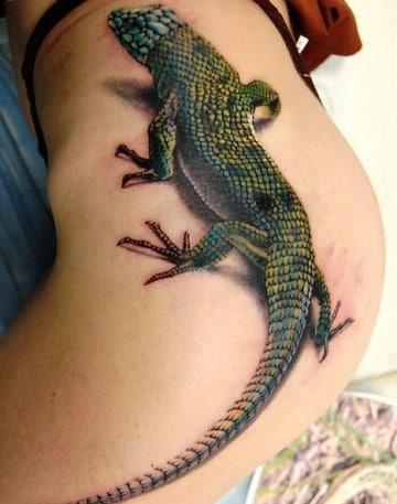 tatuajes de iguanas para mujeres en la cadera