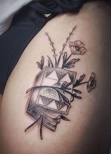 tatuajes de libros para mujeres en la pierna